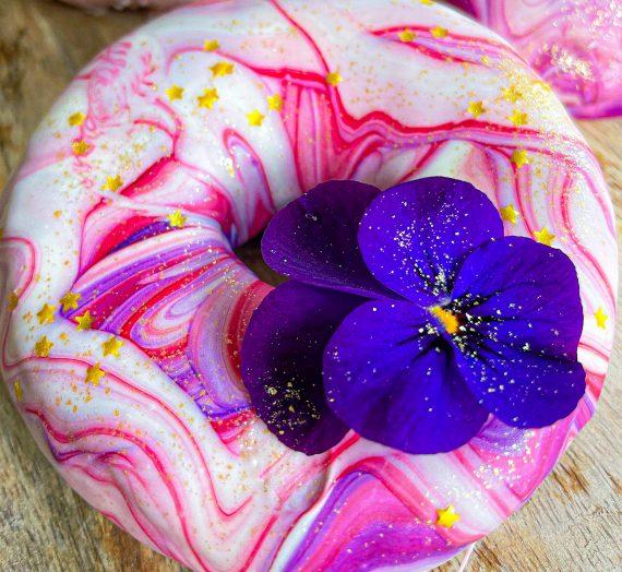 Fleurige donuts met gemarmerde chocola + video!